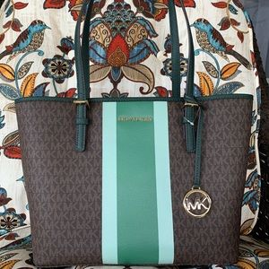 New MK medium tote 💚